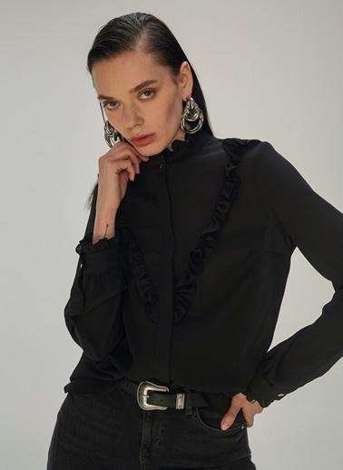 NGSTYLE NGSTYLE Dik Yakalı Fırfır Detaylı Kadın Gömlek Siyah